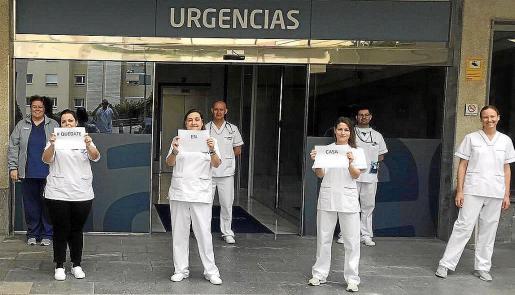 Personal sanitario de la clínica Juaneda lanza un mensaje: 'Quédate en casa'.