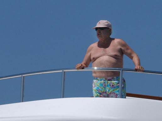 Francisco Hernando, el pocero de Seseña , en unas vacaciones en Mallorca a bord de su barco 'Clarena'.