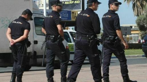 Un grupo de agentes de la Policía Nacional, en pleno servicio.