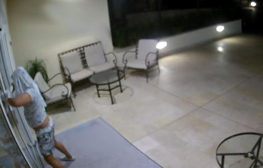 Imagen del ladrón tratando de acceder a uno de los campos de golf en los que trabajó.