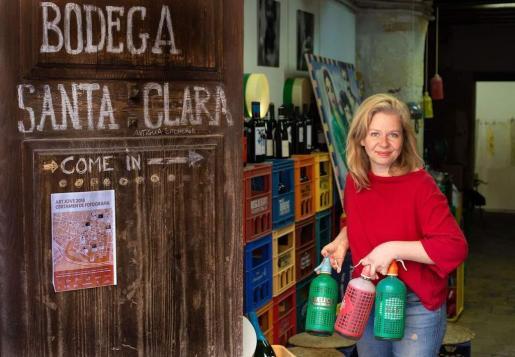 Negocio cerrado. La alemana Uta Gritschke regenta la Bodega Santa Clara, en Palma, que desde que se decretó el estado de alarma en España se ha visto obligada a cerrar.