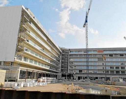 El Pabisa Aubamar Suites & Spa tenía previsto abrir sus puertas el primero de junio. Ahora que las obras están paralizadas en la recta final, no se sabe cuándo se podrá inaugurar.