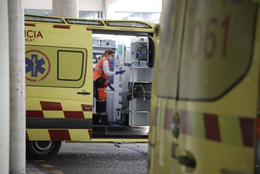 Imagen de varias ambulancias del 061.