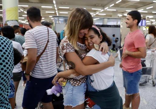 Imagen del verando pasado en la despedida a una de las niñas acogidas en el Programa Vacances en Pau.