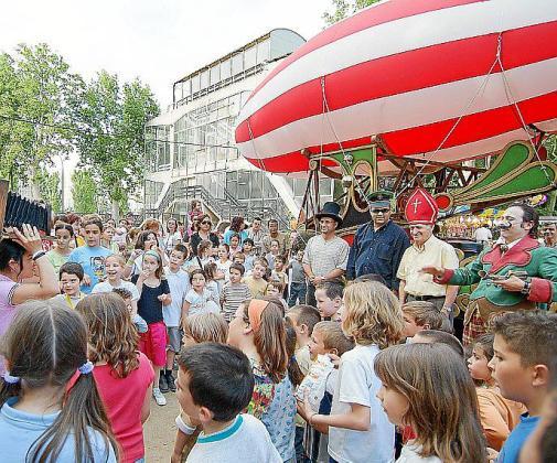 'Zepellin', de los catalanes La Baldufa, sacará a la calle la magia del 'clown'.