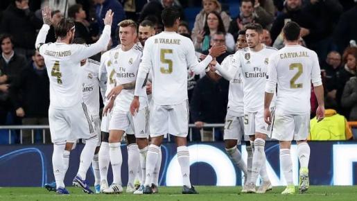 Los jugadores del Real Madrid celebran un gol durante un partido de la Liga de Campeones de esta temporada.