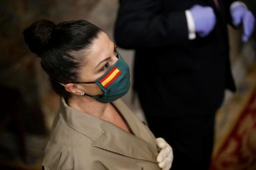La diputada de Vox Macarena Olona durante el pleno celebrado este jueves en el Congreso para aprobar una nueva prórroga del estado de alarma, luciendo una mascarilla que ha dado mucho que hablar.