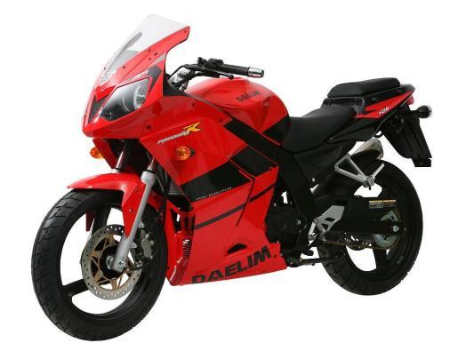 Daelim Moto Store tiene un variado surtido de motocicletas.