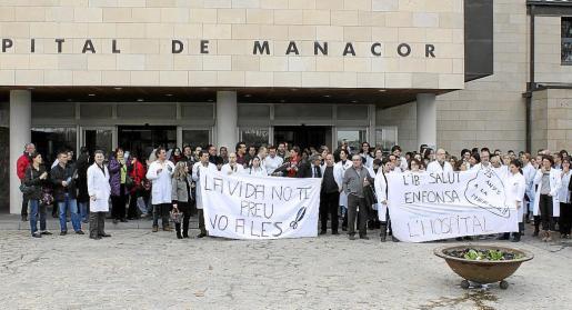 MANACOR. SANIDAD. LOS TRABAJADORES DEL HOSPITAL DE MANACOR EN PIE DE GUERRA CONTRA LOS RECORTES DEL GOVERN.