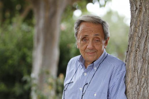 Emili de Balanzó Fernández (Barcelona, 1940) con una destacada actividad en el turismo, la cultura y la política de Menorca durante cinco décadas, ha fallecido este viernes por el coronavirus