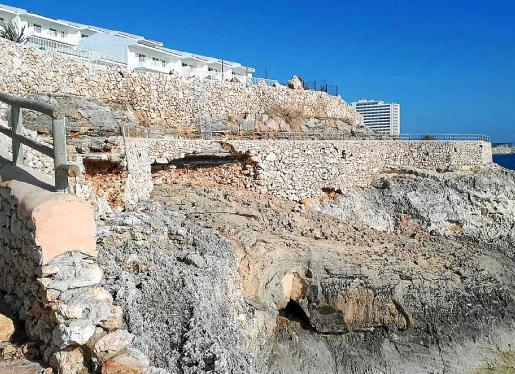 El paseo de Cales de Mallorca quedó totalmente impracticable tras la borrasca 'Gloria'. Las grandes olas provocaron daños en la infraestructura que han obligado al Ajuntament a cerrarla al público. La reparación empezará, previsiblemente, esta próxima semana.