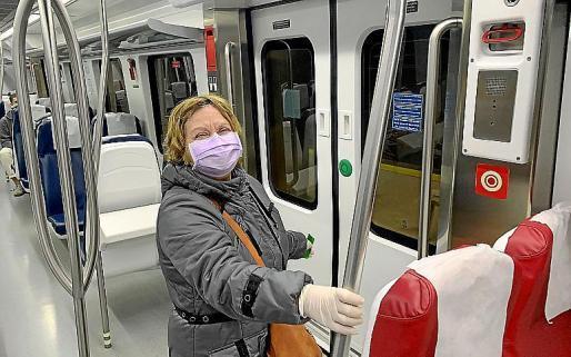 Los usuarios del transporte público tienen que llevar mascarilla.