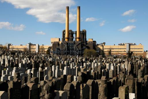 Lápidas en el cementerio de Mount Zion, en el distrito de Queens (Nueva York).