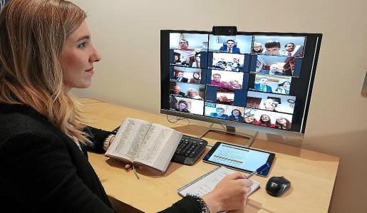 En comunidad. Los Testigos de Jehová se reunían dos días por semana antes de esta crisis sanitaria, y ahora han trasladado estas quedadas a la forma virtual.