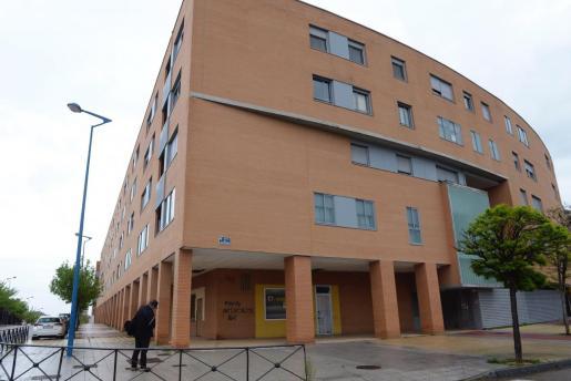 Una mujer ha sido asesinada esta madrugada, supuestamente a manos de su marido, que se encuentra detenido, en el barrio de los Pajarillos de Valladolid.