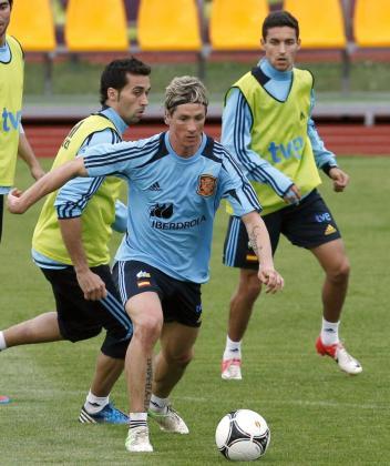 Fernando Torres (c), Álvaro Arbeloa (i) y Jesús Navas (d), durante un entrenamiento.
