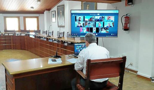 El alcalde Virgilio Moreno ha mantenido varias reuniones con los portavoces municipales durante estos días.