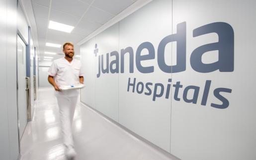 Desde el inicio de la crisis sanitaria, Juaneda Hospitales ha colaborado con el Servicio Balear de Salud cediendo sus instalaciones y personal para reforzar el sistema público en la lucha contra el coronavirus.