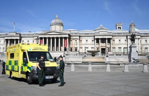 Una ambulancia en Trafalgar Square.