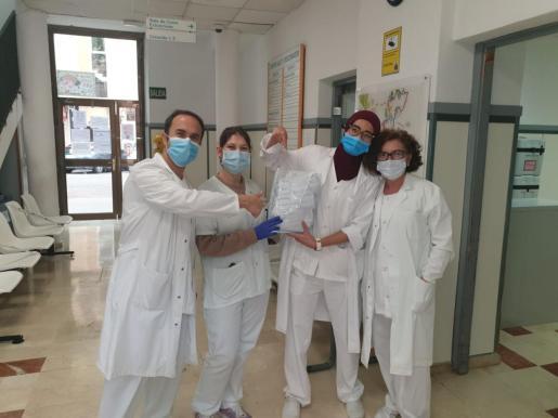 Sanitarios del PAC de S'Escorxador con sus mascarillas.