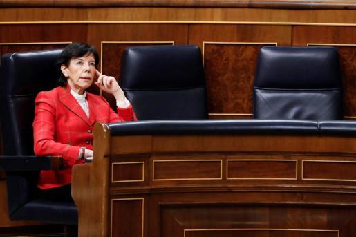 La ministra de Educación, Isabel Celaá durante la primera sesión de control al Ejecutivo celebrada en el Congreso desde que se declaró el estado de alarma.