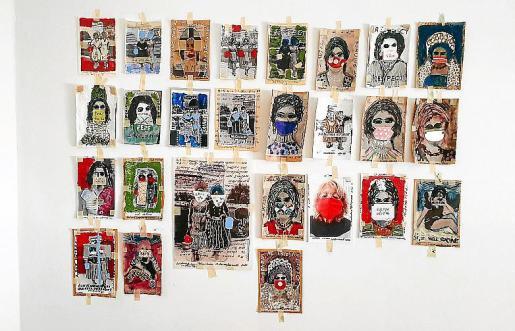 El puzle que Esther Olondriz está formando en la pared de su casa.
