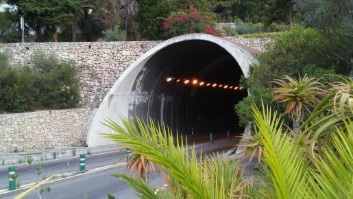 Imagen de una de las bocas de entrada al túnel de Sóller