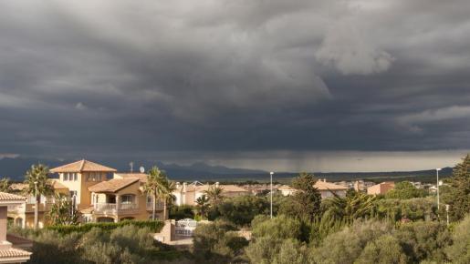 Los cielos estarán cubiertos y es posible que haya tormentas este fin de semana.