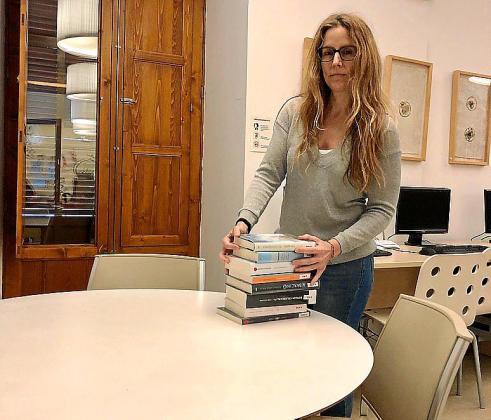 La coordinadora de la biblioteca Es Rafal, Isadora Socias.