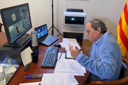Foto distribuida por el departamento de Presidencia de la Generalitat de Catalunya del president, Quim Torra, durante una reunión por videoconferencia.
