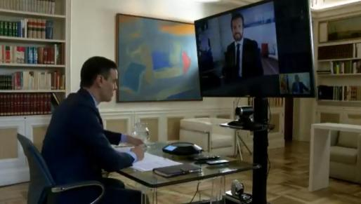 Pedro Sánchez, durante la videoconferencia con Pablo Casado.