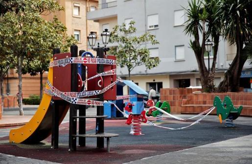 Un parque infantil de Valencia, precintado.