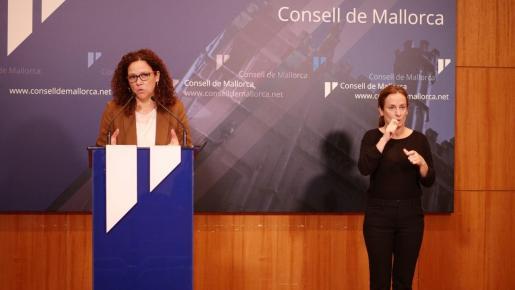 La presidenta del Consell de Mallorca, Catalina Cladera, en rueda de prensa.