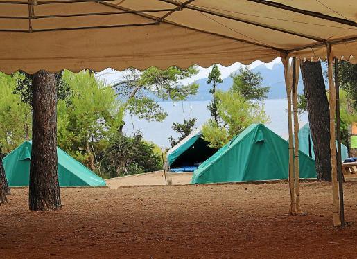 El campamento de la Victòria batió a principios de 2020 su récord histórico de reservas estivales bajo la gestión de IbJove. El cierre temporal por motivos de seguridad del Albergue de la Victória ya disparó hace un año el número de usuarios en el campamento. En 2020 crecía un 34 % más.