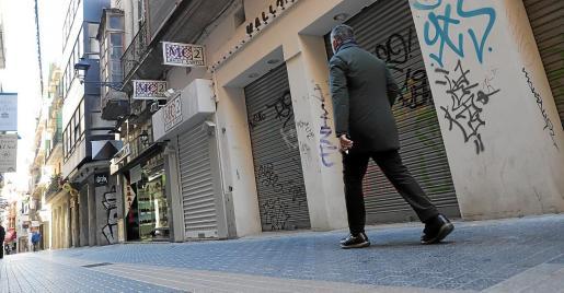 Las calles comerciales de Palma están desiertas.