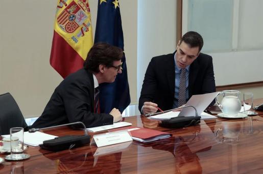 Pedro Sánchez y Salvador Illa durante una reunión.