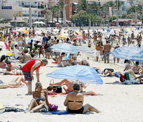 El gasto turístico en las zonas vacacionales bajará de forma alarmante, según los hoteleros.