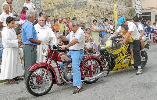 Decenas de motos solían ser bendecidas en Sant Joan el día del patrón de los conductores.