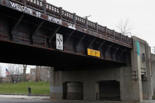 'Welcome to Wuhan', una pintada en un puente .