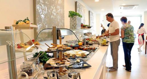 Los desayunos en los establecimientos hoteleros variarán su formato con una atención personalizada, un gran cuidado de las medidas higiénicas y la desaparición de las aglomeraciones en torno a las bandejas.