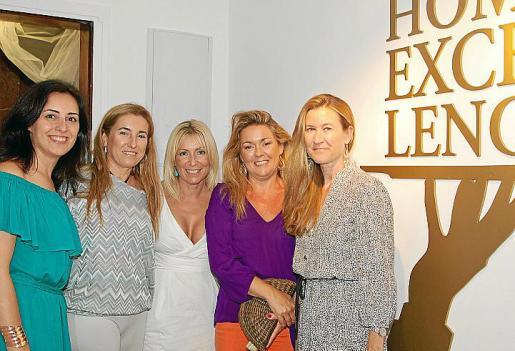 Idoia Ribas, Catina Ballester, Mónica Mateu, Magdalena Mesquida y Marian Bisbal