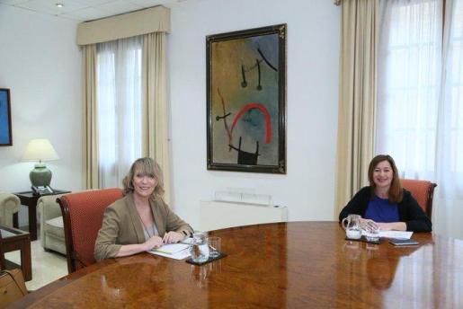 Francina Armengol, reunida con Lina Pons.