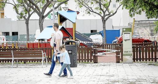 Este domingo los más pequeños volvieron a salir a la calle, pero sin pisar los juegos infantiles.