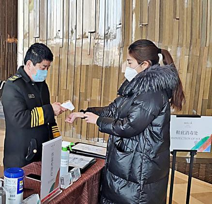 Los controles sanitarios y mediciones de temperatura son continuos desde la entrada en los hoteles.