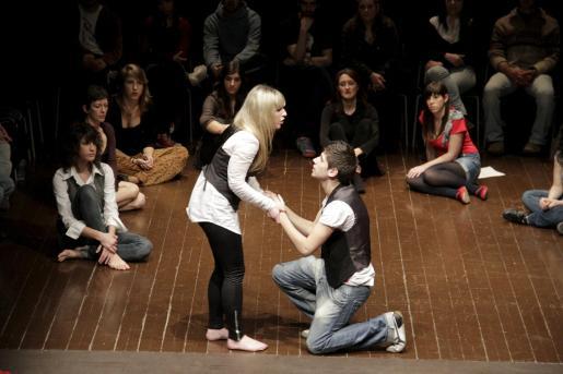 Los alumnos de segundo de la Esadib representaron algunas escenas de Shakespeare.