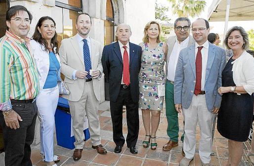Juan Carlos Fernández de Salort, Magda Pons-Quintana, el alcalde José Mª de Sintas, Manuel Monerris, Coya Sugrañes, Santi Pons-Quintana, Simón Gornés y Asunción Pons.
