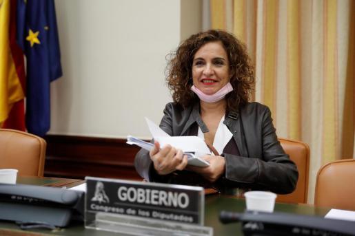 La ministra de Hacienda, María Jesús Montero, durante su comparecencia en la Comisión de Hacienda del Congreso a petición propia y de varios grupos parlamentarios para detallar las medidas aprobadas frente al COVID-19, este jueves en Madrid.