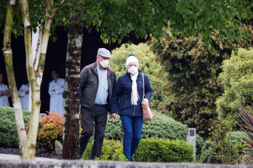 Las personas mayores de 70 años o dependientes que precisen compañía de cuidadores podrán pasear entre las 10.00 y las 12.00 horas, por la mañana, y entre las 19.00 y 20.00 horas de la tarde.