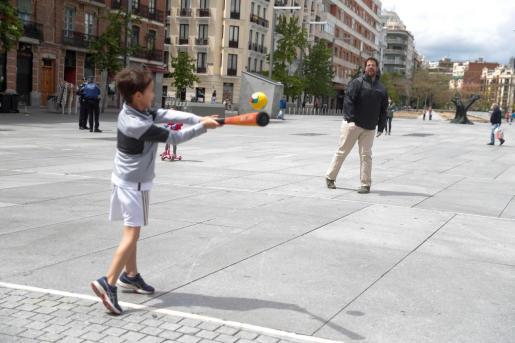 El Gobierno ha decidido restringir el horario de los paseos ya permitidos para los menores de 14 años entre las 12.00 del mediodía y las 19.00 horas.