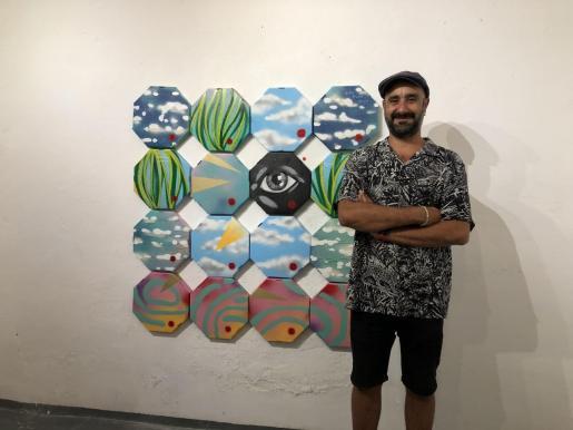 El artista Soma, en una reciente exposición en Palma.